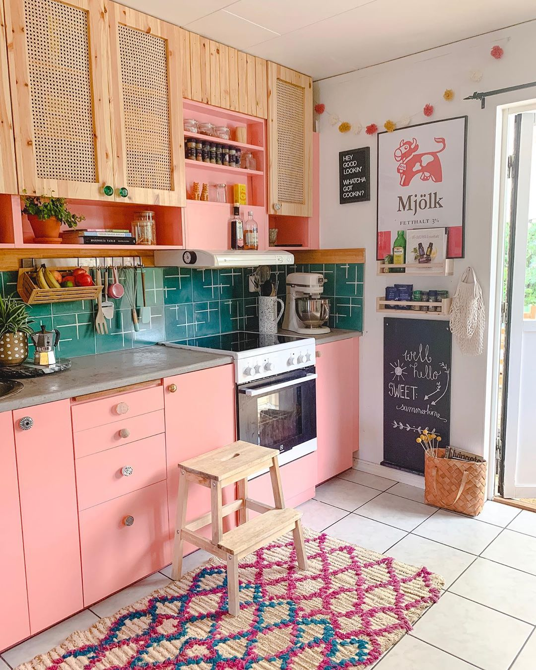 8 Colorful Kitchen Cabinets Flea Market Finds Home And Garden Decorating Ideas By Expert Interior Decorators